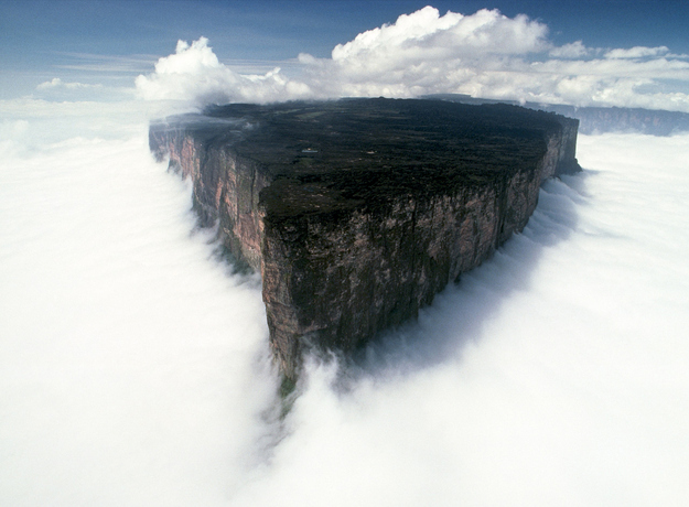 surreal travel spot mt roraima venezuela Surreal Looking Travel Spots (Photo Gallery)